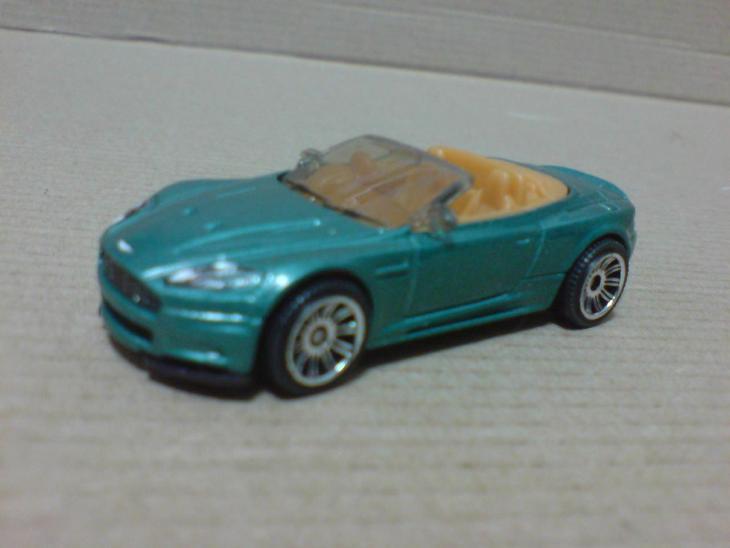 MB823-Aston Martin DBS Volante - Modelářství