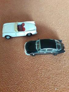 2x auto Corvette, Tatra 603