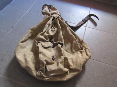 Vojenský batoh viz foto? 2