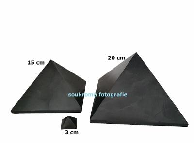 Šungitová pyramida 20 cm