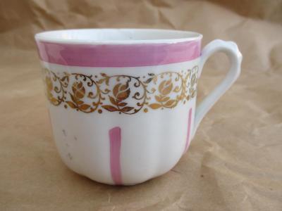 Starožitný porcelánový hrnek motiv zlaté růže