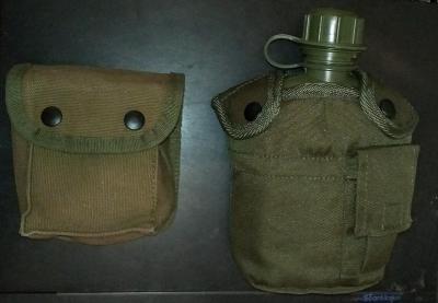 Polní láhev US s obsahem 1L (Mil-Tec) + kapsa na opasek (Mil-Tec)