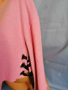 sv. růžový, krátký, zajímavý svetřík vel. M ,zn. FB ,zvonové dl.rukávy