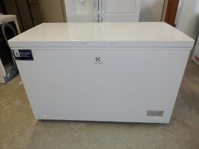 371 litrů pultový mrazák Electrolux LCB3LE38W0 LowFrost A+++/E, nový