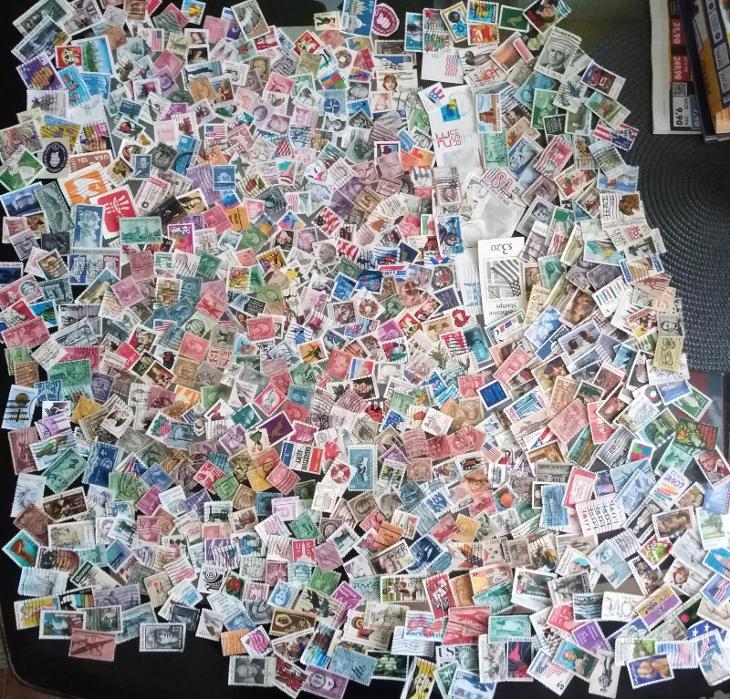 Každá jiná - poštovní známky USA 700ks  - Filatelie