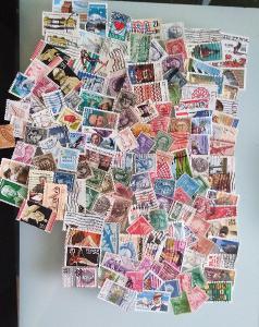 Každá jiná - poštovní známky USA 210ks