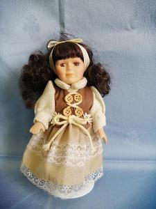 stará panenka na stojánku pro sběratele ,21 cm