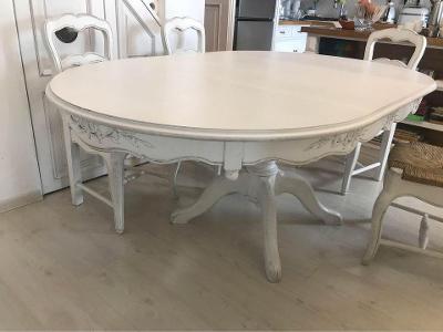 Jídelní stůl se židlemi z Francie