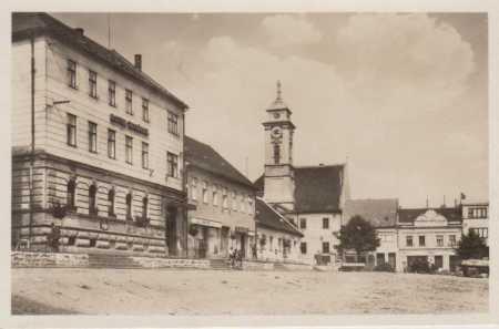 Uherský Brod, část náměstí, radnice