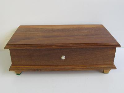 Stará dřevěná šperkovnice s HRACÍM STROJKEM