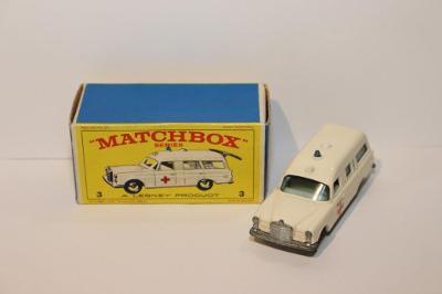 Matchbox RW No.3 Mercedes Benz - Binz ambulance