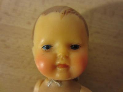 Gumová panenka značená