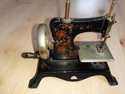 Šicí stroj- funkční hračka
