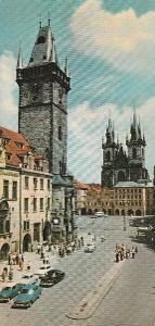 Praha - Staroměstská radnice - auto Volha a Tatra 603 - 22 x 10,5 cm