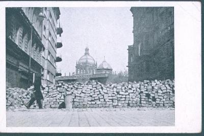 10D356 Praha barikáda u Národního muzea 1945