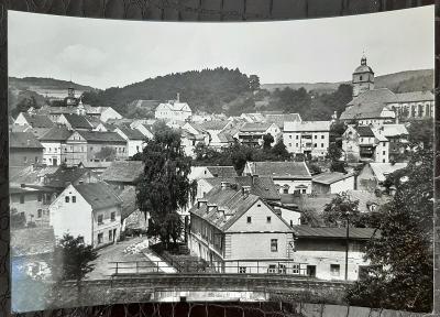 Děčín Benešov nad Ploučnicí celkový pohled domy kostel železnice