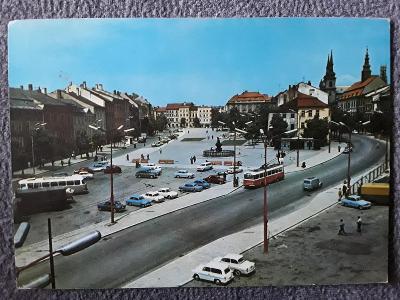 Pohlednice JIHLAVA Náměstí Míru auta autobusy