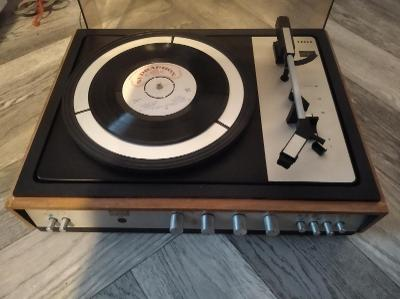 Gramofon TESLA NZC 130