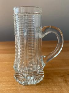 Korbel broušený z čirého skla, rok cca 1880, výška 16 cm, průměr 8 cm,