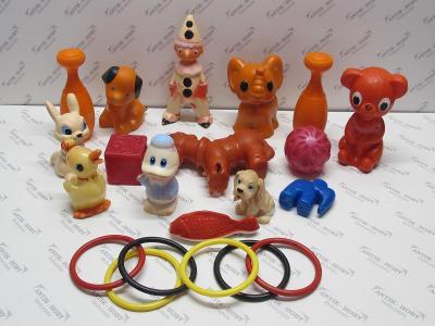 Staré piskací gumové a jiné hračky