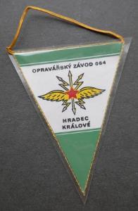 OPRAVÁŘSKÝ ZÁVOD 064 - HRADEC KRÁLOVÉ !!! vojenská VLAJEČKA - stav !