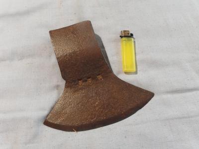 * Starožitná obrovská tesařská sekyra - kovářská značka