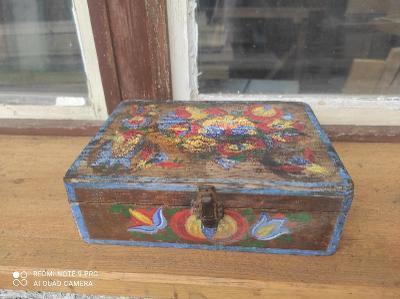 Stará selské dřevěná šperkovnice