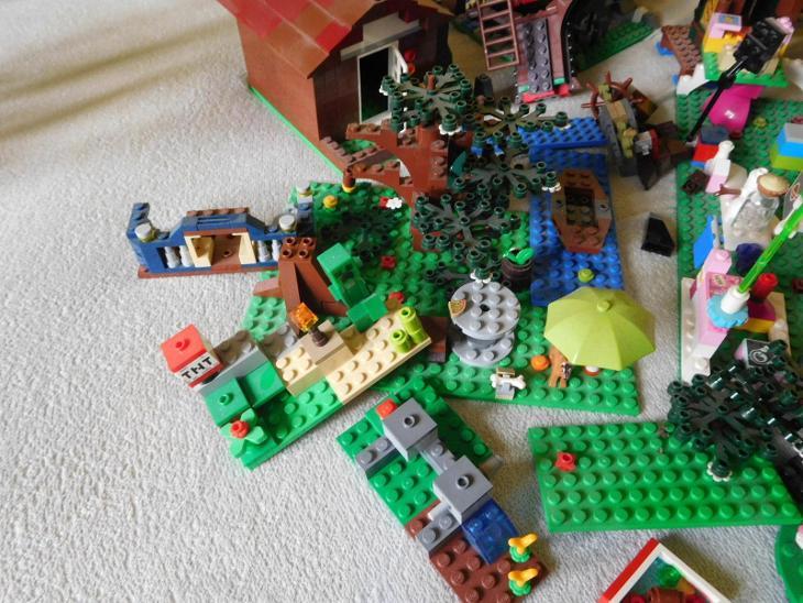 Lego - dílky - asi 1,9 kg - Hračky