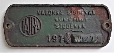Štítek z kolejového vozidla Tatra