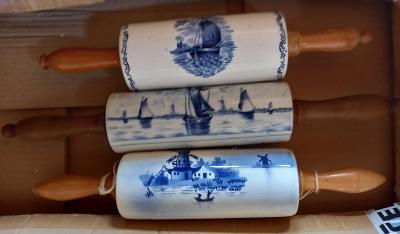 Věci ze staré roubenky - rokoko, váleček, terina, modré třešně, .....