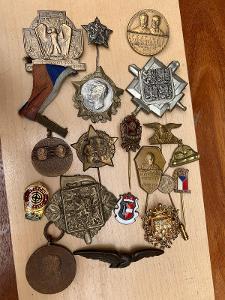 Různé vzácné odznaky