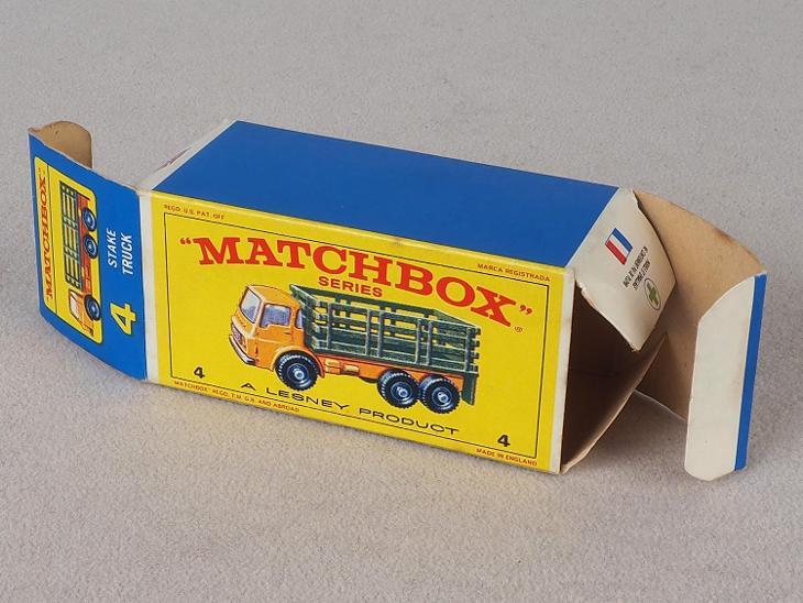 MATCHBOX REGULAR WHEELS RW-4 - STAKE TRUCK - PŮVODNÍ KRABIČKA - Modelářství
