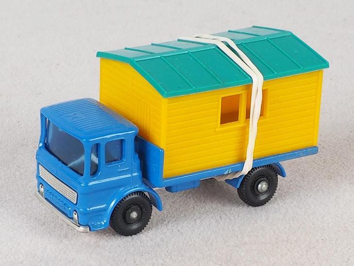 MATCHBOX REGULAR WHEELS RW60 -TRUCK WITH SITE OFFICE- PŮVODNÍ KRABIČKA - Modelářství