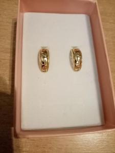 Nové zlaté náušnice s řeckým vzorem