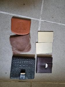 set starých peněženek a pudřenek