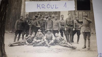 Italky legionáři s kolkacema 1919 S.P.B. na čepici