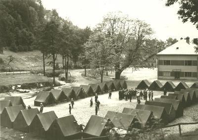 Červená Voda -Moravský Karlov tábor lidé stany