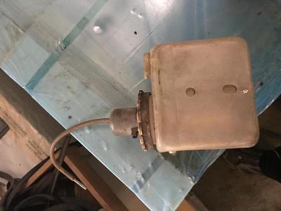 Škoda 1000 MB nádržka na ostřikovače s motorem