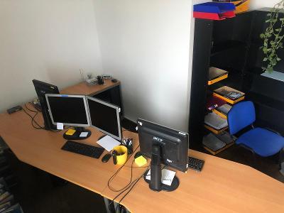 Kancelářský stůl s úložným prostorem