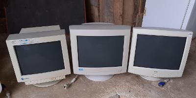 3 x starý monitor
