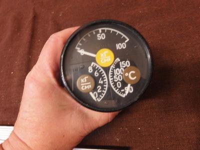 *++ Starý přístroj z letadla MIG - budík - tlakoměr