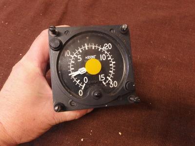 *++ Starý přístroj z letadla MIG - budík - x 100kg
