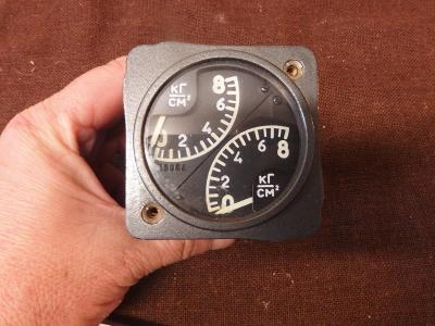 *++ Starý přístroj z letadla MIG - budík - tlak na cm