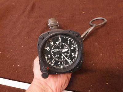 *++ Starý přístroj z letadla MIG - budík - výškoměr typ 2