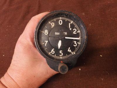 *++ Starý přístroj z letadla MIG - budík - výškoměr - typ 3