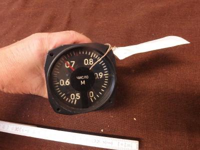 *++ Starý přístroj z letadla MIG - budík - machometr