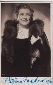 Růžena Nosková, herečka, ateliérová fotografie, ch