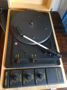 Retro gramofon TESLA