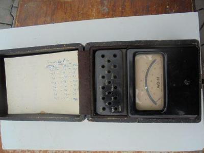 Historický přístroj voltmetr