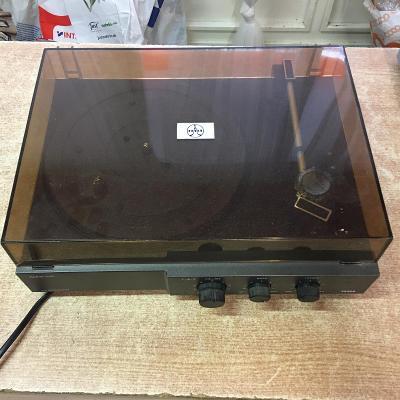 Gramofon NZC 030 na ND